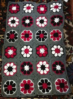 Ravelry: Project Gallery for African Flower with 8 Petals pattern by Laura Pavy