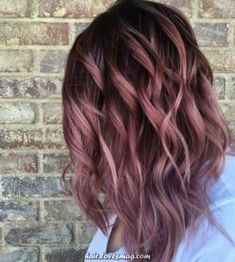 Rose Gold Ombre Hair Color Ideas, Somewhere between full-on pink, strawberry blonde, and the redhead is our new favorite color: rose gold hair. Whoever figured out that shimmery gold a. Blond Ombre, Ombre Hair Color, Hair Color Balayage, Cool Hair Color, Hair Color For Spring, Cute Hair Colors, Ombre Bob, Blonde Balayage, Rose Gold Hair Brunette