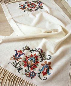 Siparis ve bilgi icin giklayiniz 》》 . Cross Stitch Borders, Cross Stitch Samplers, Cross Stitch Flowers, Cross Stitch Designs, Cross Stitch Patterns, Crochet Table Runner Pattern, Crochet Tablecloth, Crewel Embroidery, Hand Embroidery Designs