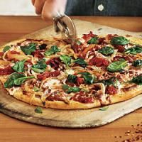 Spinach and Onion Pizza - 100 Vegetarian Meals - Cooking Light Mobile Pizza Recipes, Vegetarian Recipes, Cooking Recipes, Healthy Recipes, Flatbread Recipes, Vegetarian Cooking, Veggie Recipes, Healthy Meals, Cooking Tips