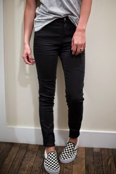 casual outfit madewell vneck high-wasited skinny jeans black jeans date night outfit fashion comfy outfit school outfit ombre mid length hair natural waves vans black and white shoes slip ons