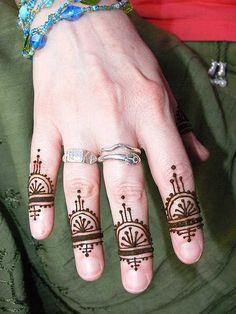henna fingers