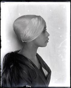 Aïcha Goblet...  Man Ray, c1922.  Aïcha Goblet, jeune antillaise fut la muse de tous les peintres parnassiens. La plupart des tableaux de Jules Pascin l'ont eu  pour modèle la seule trace de sa présence dans les monographies en langue française est  « aïcha la nègre » Aïcha, célèbre modèle métisse de Montparnasse a été la compagne de Samuel Granowski, peintre ukrainien qu'on a surnommé « le Cow-boy de Montparnasse ».