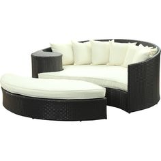 Rest by the pool with your latest read on this classic seating group set, featuring 1 daybed, 1 ottoman, and 7 throw pillows.   Prod...
