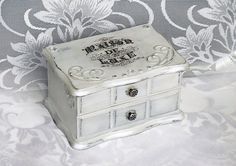 Vintage Chabby chic Good Quality solid Wood  Jewelry box (7 1/2'' - 5'' - 4 1/2'' )