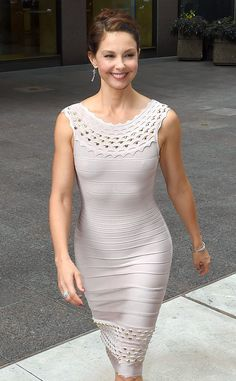 Braless Ashley Judd Wears Tight Dress, Shows Off Ab Muscles: See Pic! Ashley Judd, Hollywood, Skin Tight, Tight Dresses, Beautiful Actresses, Celebs, Female Celebrities, Glamour, Cinema