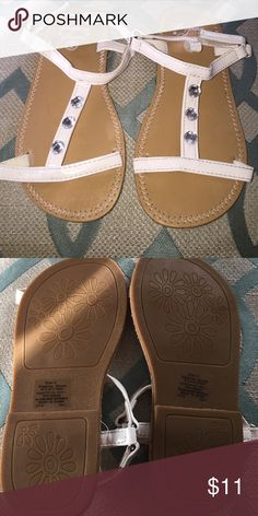 💥Moving sale get it now b4 it's gone🔥girl sandal Never been worn due to storage it lost its shape but once worn it will be fine! No wear or tear Shoes Sandals & Flip Flops