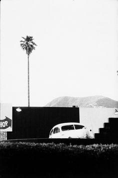 Elliott Erwitt: Hollywood, California, 1956 -repinned by Los Angeles studio photographer http://LinneaLenkus.com  #bestphotography