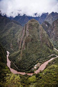 MachuPicchu3-ArianaAndacamera. Río Vilcanota en su paso por el Valle.