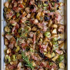 Rosemary Balsamic Sheet Pan Chicken with Bacon and Apples. lbs chicken breast cup balsamic vinegar cup olive oil Juice of lemon 2 cloves garlic crushed cup chopped rosemary 10 oz mushrooms vs. 2 apples cored peeled and c - Gluten free Recipes Chicken Bacon, Chicken Recipes, Balsamic Chicken, Human Nutrition, Paleo Recipes, Free Recipes, Paleo Meals, Paleo Diet, Yummy Recipes