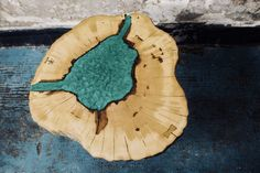 irregular shape dimensions: 50 cm diameter/40 cm height composition: maple tree wood, epoxy resin, green pigment, bent steel bar Small Living Room Table, Maple Tree, Steel Bar, Epoxy, Product Design, Composition, Resin, Tables, Shapes