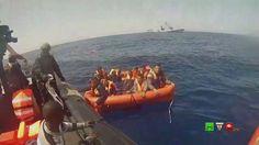 MARINA MILITARE: Operazioni di soccorso al peschereccio capovoltosi - ww...