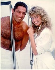Farrah and Joe Namath from a Noxzema Commercial if my memory serves me correctly! One of the best commercials from my youth! Joe Namath, Kate Jackson, Cheryl Ladd, American Football Players, Lgbt Rights, Best Commercials, Olivia Newton John, Farrah Fawcett, New York Jets