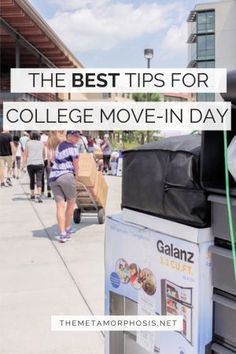 College Move-In Day Tips: The Ultimate Move-In Day Survival Guide – The Metamorphosis College move-in day can be a struggle especially if it's your first one. Here are the best college move-in day tips plus 9 essentials you need to survive the day! College Freshman Tips, College Packing Lists, College Essentials, College Hacks, Freshman Year, Scholarships For College, College Fun, College Life, Dorm Life