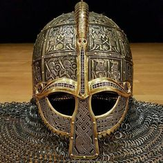 The Coppergate Helmet (also known as the York Helmet) is an eighth-century Anglo-Saxon helmet found in York. It is remarkably well preserved. Art Viking, Viking Armor, Ancient Armor, Viking Helmet, Viking Life, Arm Armor, Medieval Armor, Viking Dragon, Armadura Medieval