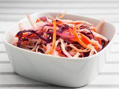 Kirkas coleslaw | Kahden keittiö Coleslaw, Japchae, Pizza, Ethnic Recipes, Food, Coleslaw Salad, Essen, Meals, Yemek