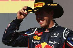 Vettel domina  dia atípico em Austin, com direito a neblina e atraso de 40 minutos nas atividades.