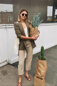 London Zara Shopping Picks: Emma Hill wears a Zara blazer. Source by nhyildirim Fashion outfits Blazer Outfits For Women, Fall Fashion Outfits, Classy Outfits, Work Fashion, Fashion Advice, Autumn Fashion, Summer Outfits, Casual Outfits, Blazer Fashion