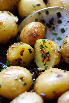Garlic Chive Butter Roasted Potatoes - roasted baby potatoes with garlic, chives, butter and Parmesan cheese. The only roasted potatoes recipe you'll need. Baby Dutch Yellow Potatoes Recipe, Roasted Yellow Potatoes, Baby Potato Recipes, Roasted Potato Recipes, Garlic Potatoes Recipe, Butter Potatoes, Fresh Potato, Garlic Chives, Roasted Garlic
