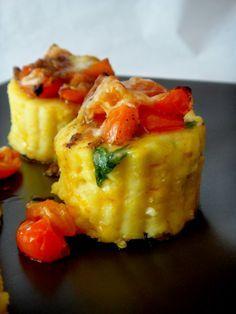 Rosetas de polenta com salsa e tomate
