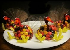 23 Amazing Thanksgiving Crafts You Can Do With Your Kids - Minq.com My aunt used to do a cuter version of this all growing up!
