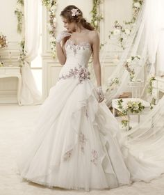 #Colet #2015Collection #weddingdress #nicolespose ► http://www.nicolespose.it/it/abito-da-sposa-Colet-Emerald-COAB15312IVLL-2015?utm_source=facebook.com&utm_medium=post&utm_term=COAB15312IVLL&utm_content=collezione2015&utm_campaign=colet