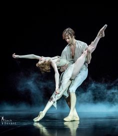Alena Shkatula and Friedemann Vogel in Manon. Photo by Jack Devant
