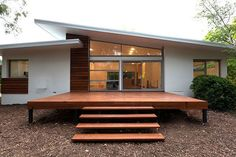 TT Architecture is a multi-award winning boutique design firm based in Canberra, Australia. We focus on design excellence in residential and commercial buildings. Maison Eichler, Mid Century Exterior, Building A Deck, Building Ideas, House Building, Mid Century House, House Goals, Modern House Design, Simple House Design