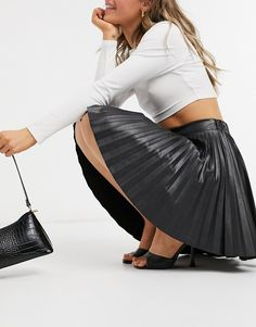 Sexy Outfits, Skirt Outfits, Sexy Skirt, Dress Skirt, Pleated Mini Skirt, Mini Skirts, Elegantes Outfit Frau, Sexy Rock, Black Leather Pencil Skirt