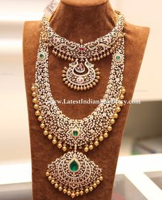 Good Screen Bridal Jewellery indian Thoughts Via happens to be as well as wristbands in order to jewelry in addition to necklaces, here is a hand Indian Wedding Jewelry, Indian Jewelry, Diamond Jewellery Indian, Diamond Jewelry, Indian Bridal, Diamond Necklace Set, Dimond Necklace, Emerald Necklace, Diamond Pendant