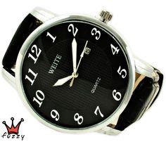 Ανδρικό ρολόι  σε ασημί και μαύρο χρώμα σε κλασσική γραμμή. Ένδειξη ημερομηνίας. Λουράκι απο δερματίνη σε μαύρο. Καντράν 44 mm.