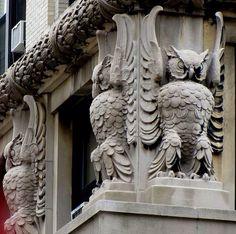 Совы на фасаде