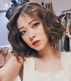 hot trend toc ngan uon phong sang chanh thong tri 2017 - 9 Girl Short Hair, Short Curly Hair, Short Hair Cuts, Permed Hairstyles, Pretty Hairstyles, Hair Inspo, Hair Inspiration, Medium Hair Styles, Curly Hair Styles