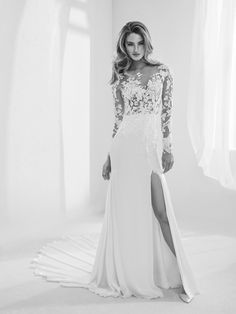 "Wedding dress with long sleeves - ""Raine"" Atelier Pronovias 2018 Haute Couture"