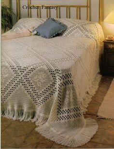 Tagesdecke mit Rosen Crochet Bedspread Pattern, Crochet Doily Rug, Filet Crochet, Crochet Hook Sizes, Crochet Hooks, Doily Patterns, Crochet Patterns, Modern Blankets, Crochet Home Decor