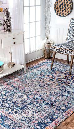 Vintage-style blauer Teppich im traditionellen Stil