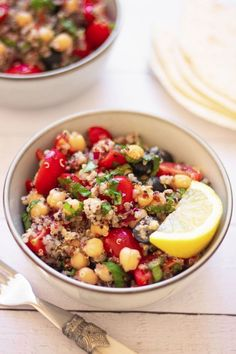 This tasty vegan Mediterranean Quinoa Salad is made with chickpeas for a superb high-protein side dish, salad or full meal. Enjoy with lemon juice and lots of fresh basil! It's perfect for meal prep, too. | The Green Loot #vegan