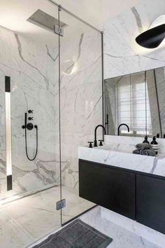 Stunning classic chic bathroom decoration modern collection of black tap, mirror of its . Bathroom Tub Shower, Bathroom Black, Blackout Roman Shades, Bathroom Repair, Chic Bathrooms, Classic Chic, Bathroom Interior Design, Wooden Tables, Classic Collection