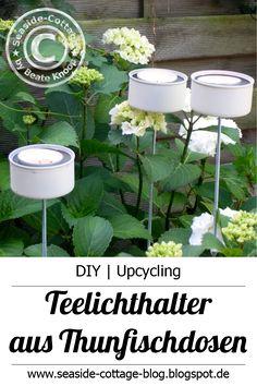 Idee für die nächste Gartenparty: Gestalte deine Thunfischdosen zu Gartenlichter um, die du ins Beet stecken kannst.