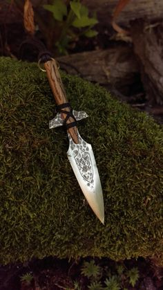 Gungnir, was the swaying one (a . Cool Knives, Knives And Swords, Odin's Spear, Gn, Dagger Knife, Old Norse, Fantasy Weapons, Custom Knives, Knife Making