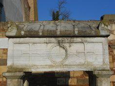 sarcofago di Alberto Azzo II d'Este e della moglie Cunegonda di Altdorf, Badia Polesine