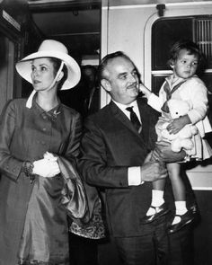 Grace Kelly and Prince Rainier of Monaco with a young Caroline.