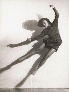 Charlotte Rudolph   Palucca   1928   © Albertina, Wien - Dauerleihgabe der Österreichischen Ludwig-Stiftung für Kunst und Wissenschaft  #BlackandWhite #Photography #Photo