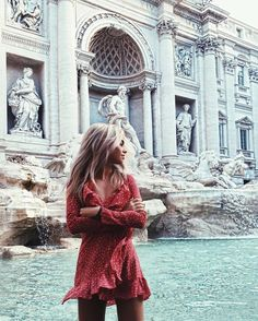 Spring fashion for women - rome travel pack a bag рим италия Europe Outfits, Italy Outfits, Mode Inspiration, Travel Inspiration, Honeymoon Inspiration, Trevi Fountain, Roman Fountain, Travel Outfit Summer, Foto Pose