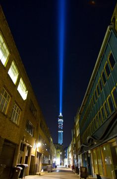 """http://www.dailymail.co.uk/sciencetech/article-2037828/The-Force-strong-BT-tower-shines-lightsaber-sky--switched-C3-P0.html#ixzz1Y4gRzI3A : London """"lightsabre"""" ... switched on by C-3PO."""