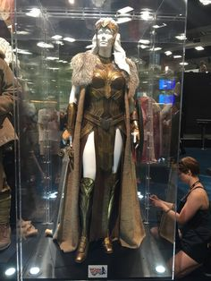 'Wonder Woman' movie costumes on display at SDCC 2016 – original costume Wonder Woman Movie, Wonder Woman Cosplay, Fantasy Gowns, Fantasy Armor, Movie Costumes, Cosplay Costumes, Vestimenta Burning Man, Amazon Queen, Warrior Queen