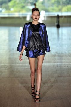 Lisa Ho Ready-to-Wear S/S gallery - Vogue Australia Lisa Ho, Vogue Australia, High Fashion, Ready To Wear, Runway, Cover Up, Chic, How To Wear, Collection