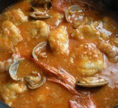 Rape con almejas y langostinos en salsa de pimientos choriceros Spanish Kitchen, Spanish Food, My Favorite Food, Favorite Recipes, Tapas, Seafood Recipes, Catering, Food To Make, Curry