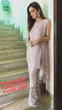 Pakistani Fashion Casual, Pakistani Formal Dresses, Pakistani Dress Design, Pakistani Outfits, Indian Dresses, Indian Outfits, Indian Fashion, Stylish Dresses, Casual Dresses