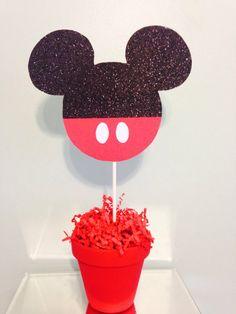 Centro de mesa Mickey Mouse por PartiesThatArePretty en Etsy